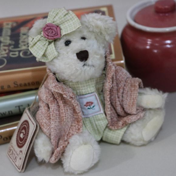 Boyds Bears Other - Daisy Bloomengrows - Mini Small Plush Boyds Bear